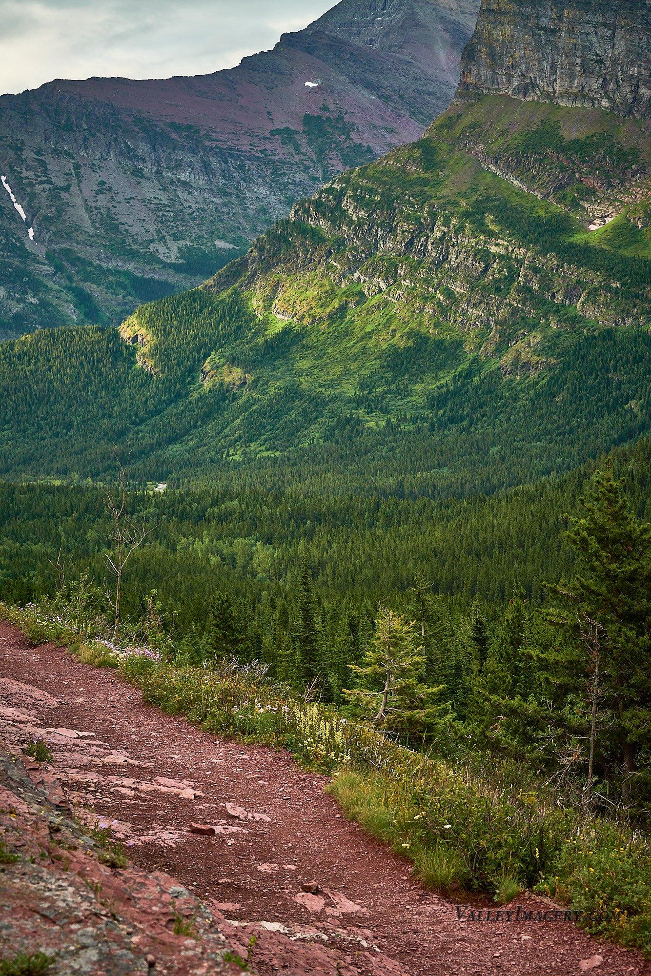 Mountain view on the way to Iceberg Lake